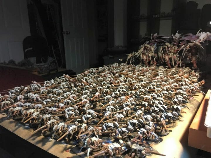 What is a Bad vs Good Client for Commissioned Miniature Painting? - how to paint a lot of models - miniature painting project tyranids - hormagaunts - warhammer 40k miniature painting project - how long to complete a commissions miniature painting project - side view