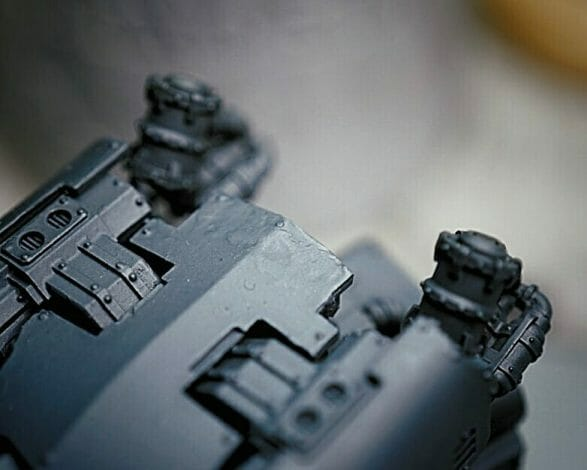 12 Useful Gap Fillers for Miniatures (Review and Tips) - best gap fillers for miniatures and models - how to fill gaps and seams in models - best gap and seam fillers for miniatures and modeling kits - close up forgeworld model resin gaps