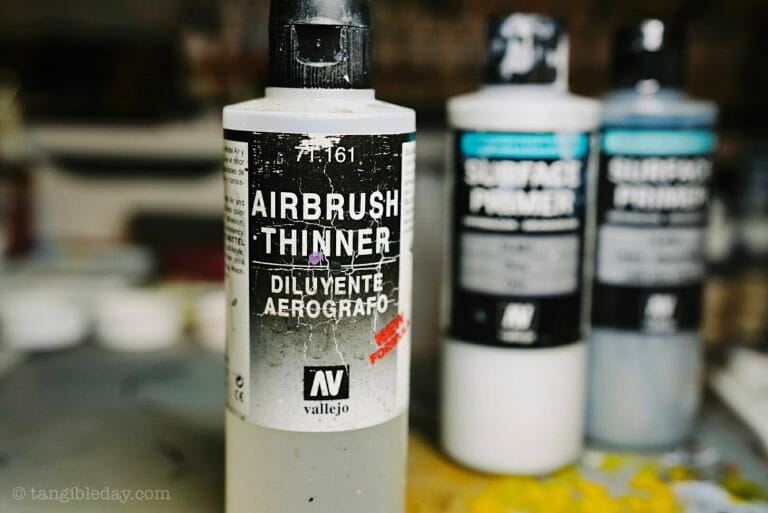 How to thin acrylic paint for airbrushes – how to thin paint for airbrushing miniatures and models –  What and how to thin hobby paint for your airbrush - Vallejo airbrush thinner