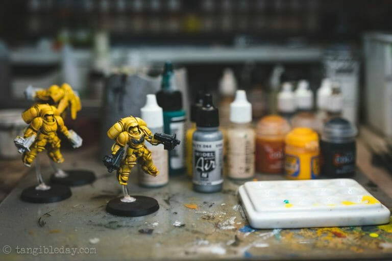 How-to Apply Warhammer Space Marine Decals (Tips) - How to use wet slide decals on miniatures and scale models - imperial fist space marine