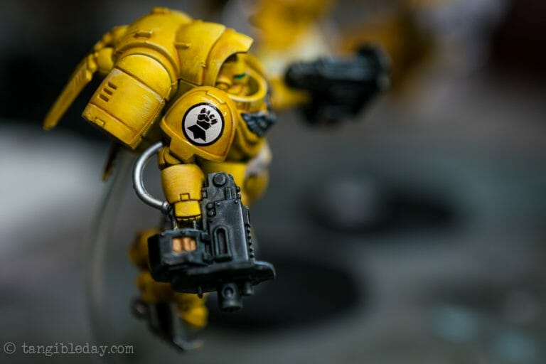 How-to Apply Warhammer Space Marine Decals (Tips) - How to use wet slide decals on miniatures and scale models - flatten decal on curved surface
