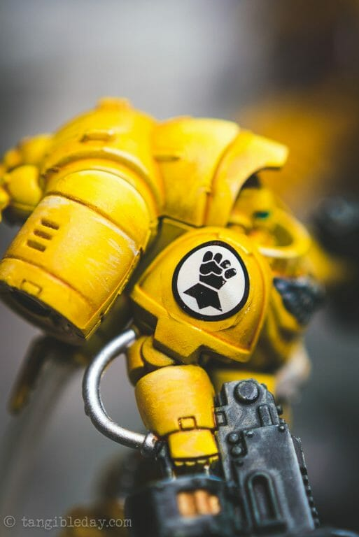 How-to Apply Warhammer Space Marine Decals (Tips) - How to use wet slide decals on miniatures and scale models - applying decal  to shoulder pad