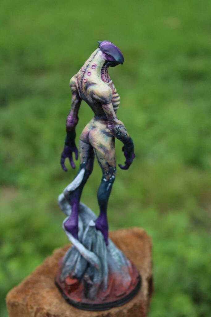 How to print and paint a resin 3d printed miniature and model - how to paint 3d printed miniatures and models - tutorial painting miniatures 3d prints - 3d printed miniatures - resin printed miniatures - how to paint resin models - final image rear