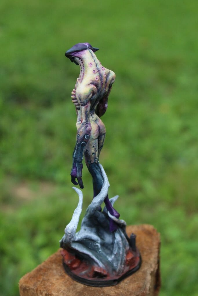 How to print and paint a resin 3d printed miniature and model - how to paint 3d printed miniatures and models - tutorial painting miniatures 3d prints - 3d printed miniatures - resin printed miniatures - how to paint resin models - final image left rear