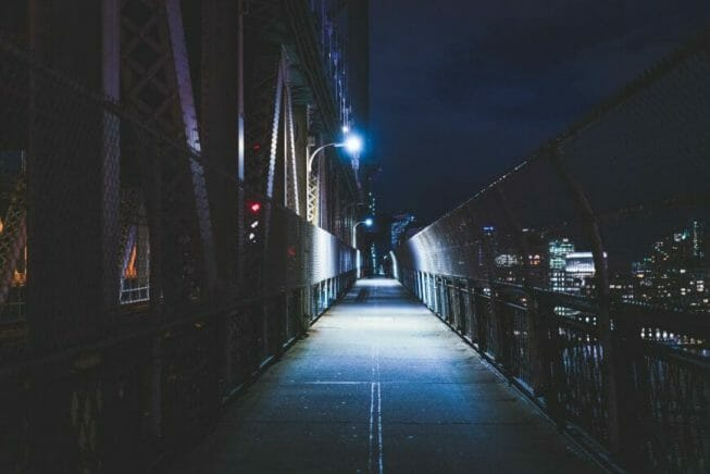 Night photography - night time photography and how to take pictures at night - Night light photography and how to take pictures at night - what night photography settings - night time walkway on NYC bridge