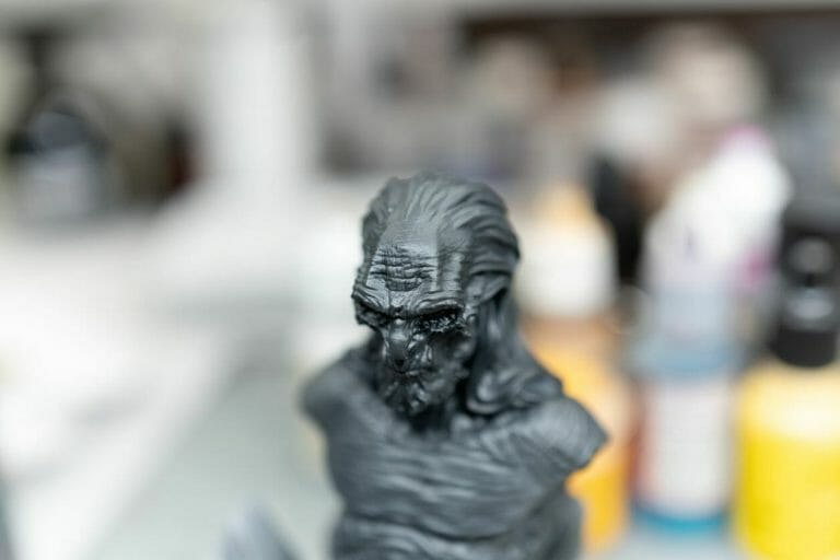 Vallejo surface primer review - Is Vallejo primer good? – Review of Vallejo Surface Primer – apply Vallejo primer with brush or airbrush – how to apply Vallejo surface primer – why use Vallejo surface primer – Vallejo surface primer for painting miniatures and models – Vallejo primer for priming miniatures review - dry primer appearance closer to see details on head forehead