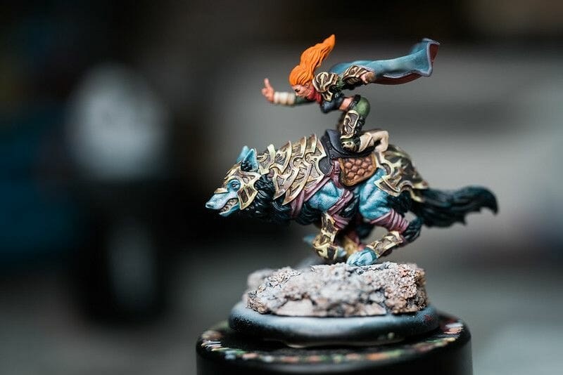How to layer and glaze miniatures. Layering and glazing paint on miniatures and models for blending color. How to layer and glaze to blend miniature paint. Blending tutorial for painting miniatures. How to make glazes for blending acrylic paint. Kaya warmachine hordes tabletop miniature game nmm gold