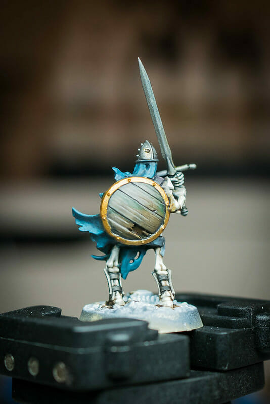 How to layer and glaze miniatures. Layering and glazing paint on miniatures and models for blending color. How to layer and glaze to blend miniature paint. Blending tutorial for painting miniatures. How to make glazes for blending acrylic paint. Glazing is a subtle way to add tints of color.