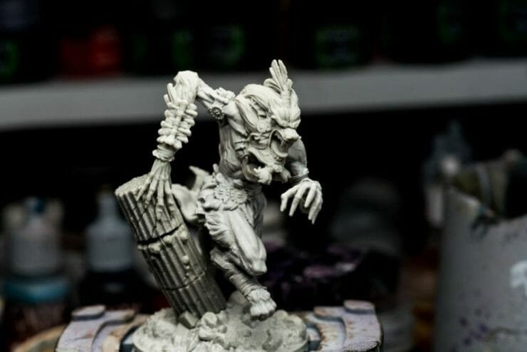 How to paint miniatures with oil paints - painting ashtooth with oil paints - oil painting a 54mm scale model - painting miniatures and models with oil colors - Judgement Miniatures - painting resin miniature with oil paint - resin plastic miniature