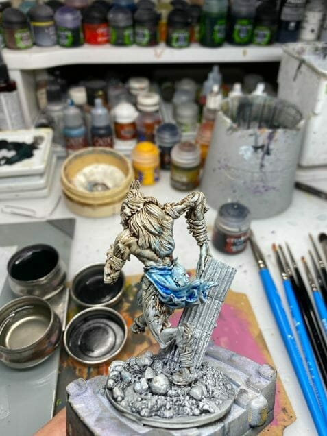 How to paint miniatures with oil paints - painting ashtooth with oil paints - oil painting a 54mm scale model - painting miniatures and models with oil colors - Judgement Miniatures - painting resin miniature with oil paint - back view