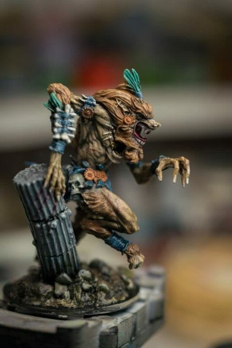 How to paint miniatures with oil paints - painting ashtooth with oil paints - oil painting a 54mm scale model - painting miniatures and models with oil colors - Judgement Miniatures - painting resin miniature with oil paint - side view