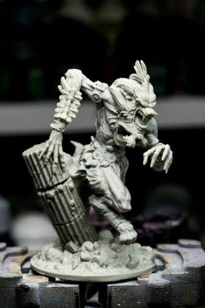 How to paint miniatures with oil paints - painting ashtooth with oil paints - oil painting a 54mm scale model - painting miniatures and models with oil colors - Judgement Miniatures - painting resin miniature with oil paint - no primer