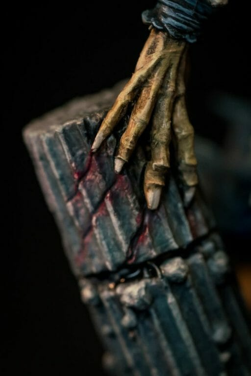 How to paint miniatures with oil paints - painting ashtooth with oil paints - oil painting a 54mm scale model - painting miniatures and models with oil colors - Judgement Miniatures - painting resin miniature with oil paint - macro shot hand on pillar claw marks