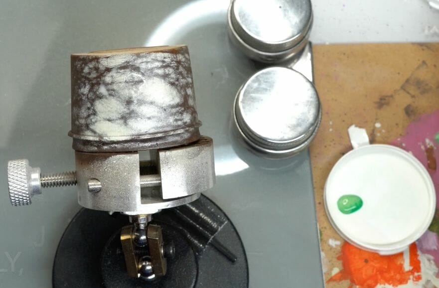 How to paint marble effects on miniatures – painting white marble – painting stone effect miniatures -how to paint marble on miniatures and models – airbrush stencil marble – marbleizing miniatures – airbrushing marble effect - use regular paint for glazing