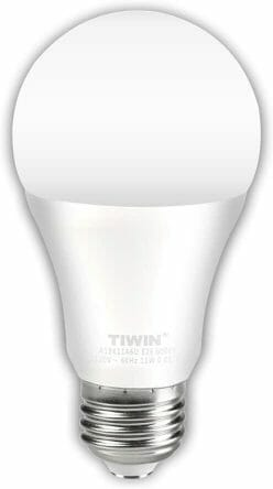 Best Daylight Bulbs for Art and Hobbies (Key Guide and Tips) - best bulbs for artists and painters - best daylight bulbs for painting and artists - information about daylight bulbs and proper lighting for art and hobbies - recommended daylight bulb - LED bulb for hobbies and art studio photography