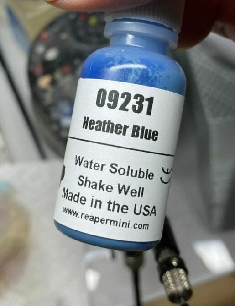 Vortex model paint mixer review - Four E's scientific laboratory vortex mixer - vortexer review for miniature paint - how to use a model paint vortex mixer - tips and review for vortex mixers for miniature and model paint - guide tips for vortex mixing model paint - heather blue paint