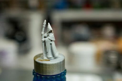 How to paint RPG miniatures for tabletop games in 10 easy steps - painting dnd models - rpg miniature painting - how to paint miniatures for dnd and roleplaying games RPGs - painting dungeon and dragon models - painting dnd minis - recommended varnishes for gaming miniatures - prepare the model surface for primer and paint