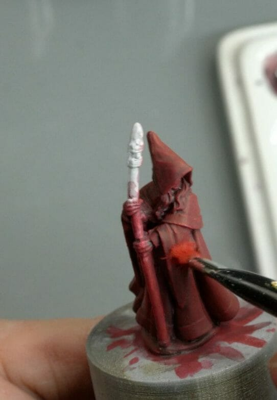 How to paint RPG miniatures for tabletop games in 10 easy steps - painting dnd models - rpg miniature painting - how to paint miniatures for dnd and roleplaying games RPGs - painting dungeon and dragon models - painting dnd minis - recommended varnishes for gaming miniatures - dry brush the mid tone color