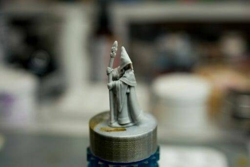 How to paint RPG miniatures for tabletop games in 10 easy steps - painting dnd models - rpg miniature painting - how to paint miniatures for dnd and roleplaying games RPGs - painting dungeon and dragon models - painting dnd minis - recommended varnishes for gaming miniatures - bare plastic model
