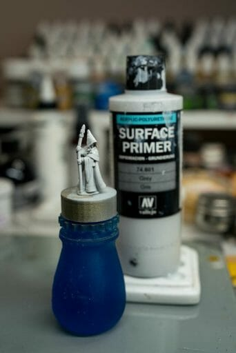 How to paint RPG miniatures for tabletop games in 10 easy steps - painting dnd models - rpg miniature painting - how to paint miniatures for dnd and roleplaying games RPGs - painting dungeon and dragon models - painting dnd minis - recommended varnishes for gaming miniatures - prime the model