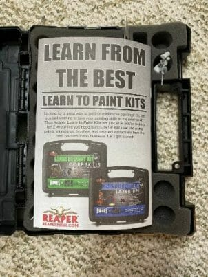 How to paint RPG miniatures for tabletop games in 10 easy steps - painting dnd models - rpg miniature painting - how to paint miniatures for dnd and roleplaying games RPGs - painting dungeon and dragon models - painting dnd minis - recommended varnishes for gaming miniatures - Reaper learn to paint miniature painting kit