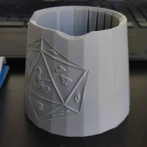 Best paint cups for painting miniatures and hobbies – how to use a paint puck to clean brushes – best water mug for miniature painting – paint brush cup for painting miniatures and models – 3d printed citadel water pot cup and dungeon and dragons logo