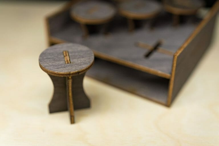 Frontier Wargaming Portable Paint Station Paint Case Review – Best painting station for painting miniatures and models – hobby paint station review – Frontier wargaming paint case for miniatures and hobbies – travel and portable miniature painting stations for hobbyists – painting handle for miniatures