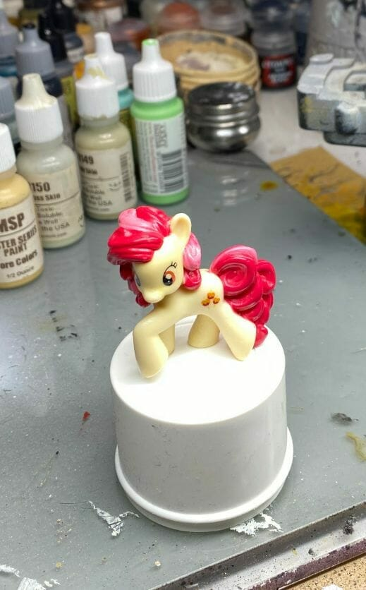 How to repaint dolls - how to repaint toy dolls - my little pony repainting - tutorial to repaint toys and dolls - my little pony pinkie pie custom painting - top down image