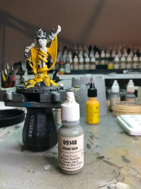 How to paint yellow models – shading yellow miniatures – painting yellow miniatures – painting board game miniatures – Cthulhu wars painting – Petersen Games - how to shade yellow minis – how to paint yellow minis and models – quick yellow painting – best yellow paint - shade skin