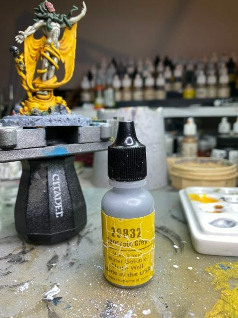 How to paint yellow models – shading yellow miniatures – painting yellow miniatures – painting board game miniatures – Cthulhu wars painting – Petersen Games - how to shade yellow minis – how to paint yellow minis and models – quick yellow painting – best yellow paint - concrete light gray paint