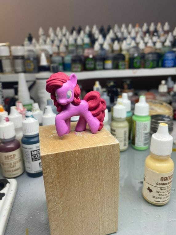 How to repaint dolls - how to repaint toy dolls - my little pony repainting - tutorial to repaint toys and dolls - my little pony pinkie pie custom painting - custom repaint doll