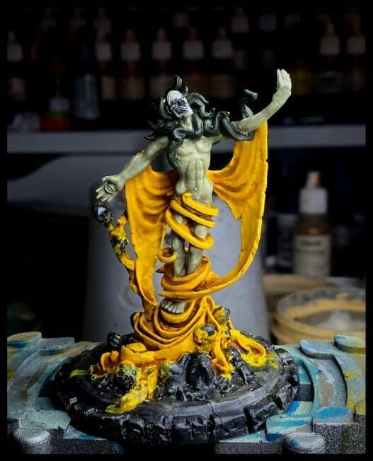 How to paint yellow models – shading yellow miniatures – painting yellow miniatures – painting board game miniatures – Cthulhu wars painting – Petersen Games - how to shade yellow minis – how to paint yellow minis and models – quick yellow painting – best yellow paint - dark photography