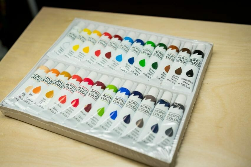 Acrylic painting guide for miniatures - basecoat layer glaze what's the difference - how to use acrylic paints with miniatures - basecoating, layering, and glazing - kid paint