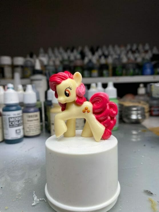 How to repaint dolls - how to repaint toy dolls - my little pony repainting - tutorial to repaint toys and dolls - my little pony pinkie pie custom painting - old doll