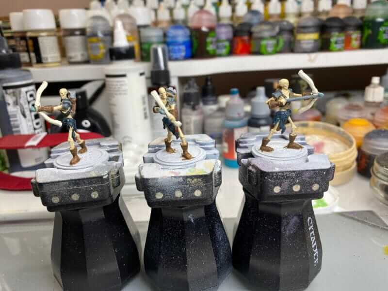 """Guide for """"Dipping"""" Miniatures to Speed Paint (Army Painter Quickshade Review) - Minwax Polyshades miniatures – Army Painter Quick Shade Alternatives – minwax polyshades for miniature painting - army painter quickshade review - army painter strong tone wash - base coat painted minis"""