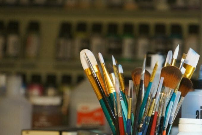 Use an Expressive Miniature Painting Style - What is expressive miniature painting? - Expressive painting - painterly styles for miniatures - 10 ways to paint miniatures expressively - 10 creative ideas for more expressive and unique miniature painting - brushes