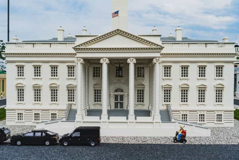 How to take great miniature photos - how to take better pictures of miniatures and models - How to take better miniature pictures - how to photograph scale models - lego white house