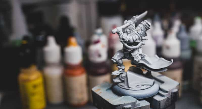 How to prime miniatures with an airbrush - how to airbrush primer on miniatures and models - priming miniatures with an airbrush - tips for priming miniatures with an airbrush - airbrushed primer