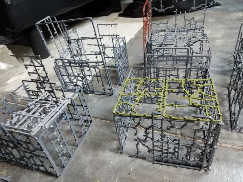9 Recycling Ideas for Old Sprues from Warhammer and Model Kits - sprue terrain with Warhammer 40k kits – recycling Warhammer sprues – build plastic scale cities
