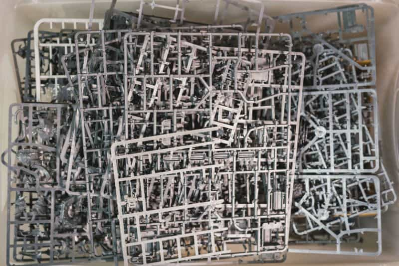 9 Recycling Ideas for Old Sprues from Warhammer and Model Kits - sprue terrain with Warhammer 40k kits – recycling Warhammer sprues – sprue plastic pile