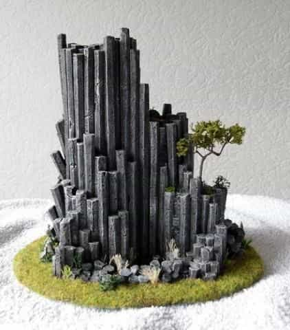 9 Recycling Ideas for Old Sprues from Warhammer and Model Kits - sprue terrain with Warhammer 40k kits – recycling Warhammer sprues – sprue terrain rock formation
