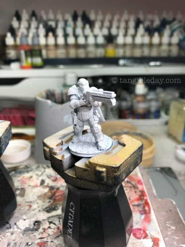Top 10 Primers for Plastic and Metal Miniatures (Reviews and Tips) - best primer for plastic, metal, or resin miniatures and models - cheap primer for 3D prints