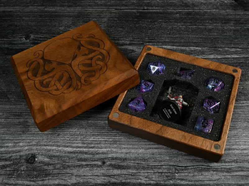 11 Best D&D Miniature Carrying Cases and Storage Options - best carrying cases for rpg miniatures - dnd miniature carry cases - DnD miniature transport case for gamers - wooden all in one vault for dice and minis