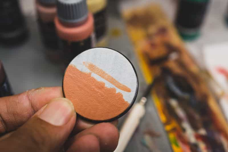 Acrylic painting guide for miniatures - basecoat layer glaze what's the difference - how to use acrylic paints with miniatures - basecoating, layering, and glazing - flesh base and layer