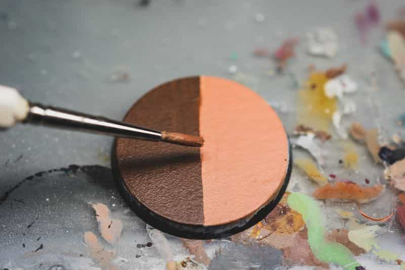 Acrylic painting guide for miniatures - basecoat layer glaze what's the difference - how to use acrylic paints with miniatures - basecoating, layering, and glazing - blending two basecoat layers