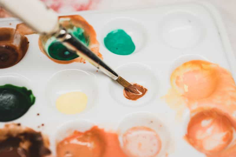 Acrylic painting guide for miniatures - basecoat layer glaze what's the difference - how to use acrylic paints with miniatures - basecoating, layering, and glazing - midtone glaze