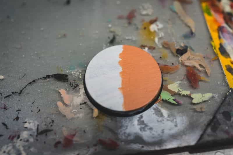 Acrylic painting guide for miniatures - basecoat layer glaze what's the difference - how to use acrylic paints with miniatures - basecoating, layering, and glazing - two thick coats of flesh paint