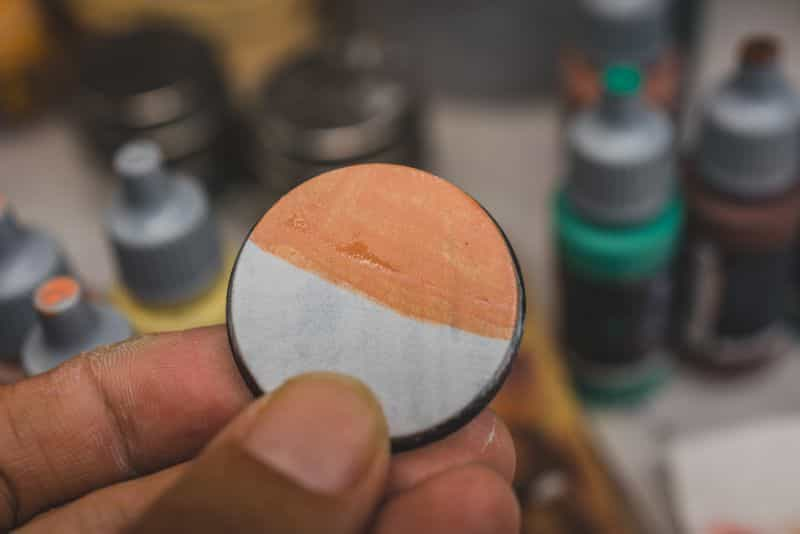 Acrylic painting guide for miniatures - basecoat layer glaze what's the difference - how to use acrylic paints with miniatures - basecoating, layering, and glazing - one layer base