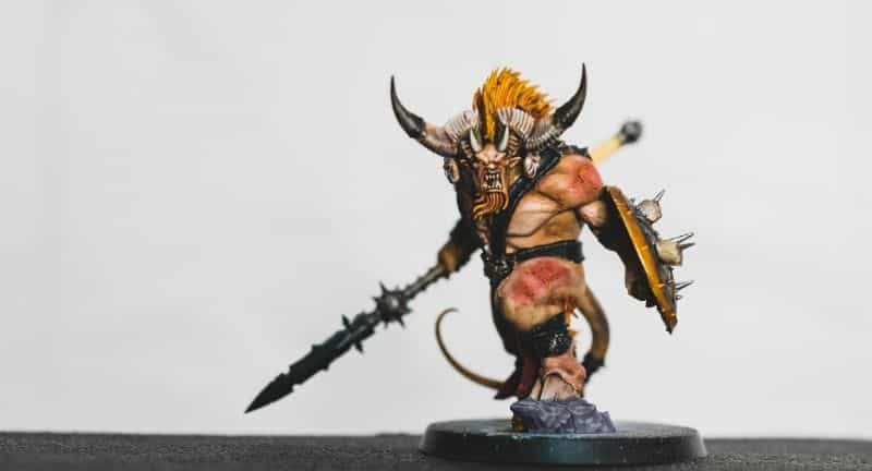 Black or White Backgrounds for Miniature Photos: What's Right For You?  - black or white background for miniatures - miniature photo background - age of sigmar warhammer model white background