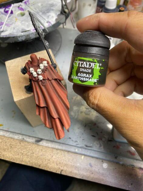How to Paint Skulls and Bone on Miniatures (3 Easy Steps) - shading with citadel agrax earthshade